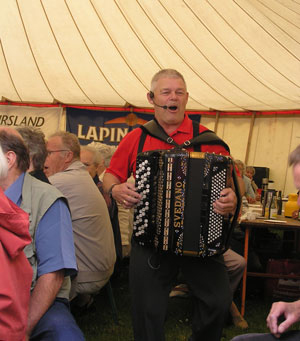 Billedet er taget til pensionistdagen i Hevring By i 2006